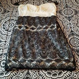Bundle 2 for $15 Black/white strapless mini dress